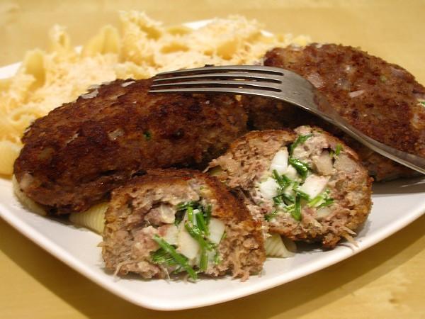 Мясные зразы с луком