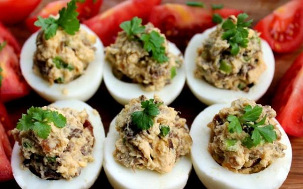 Яйца, фаршированные грибами