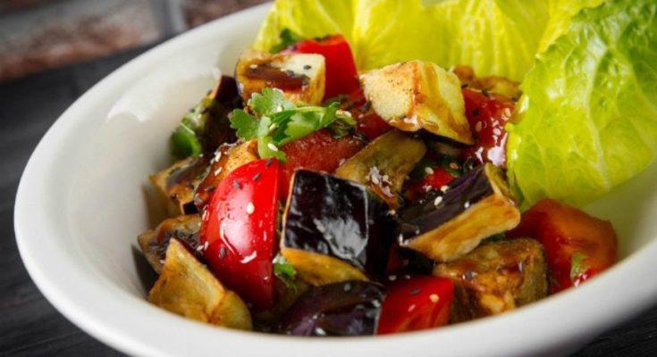 баклажановый салат с помидорами
