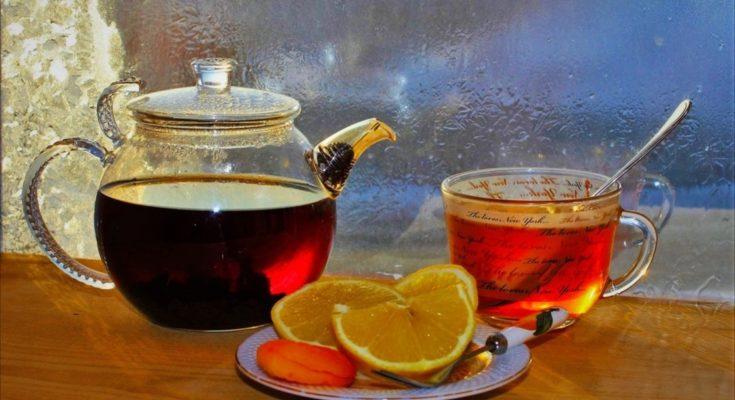 Лимон нельзя совмещать с горячим чаем