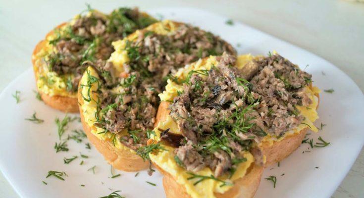 Приготовление бутербродов с грибным паштетом
