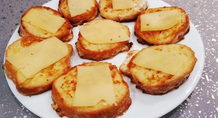 Готовые гренки с сыром