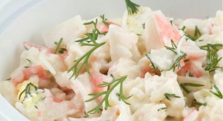 Приготовление салата из крабового мяса