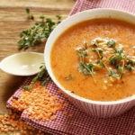 Суп-пюре из чечевицы с курагой и грецкими орехами