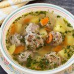 Овощной суп с мясными фрикадельками и отрубями