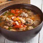 Суп с консервированной фасолью и фрикадельками